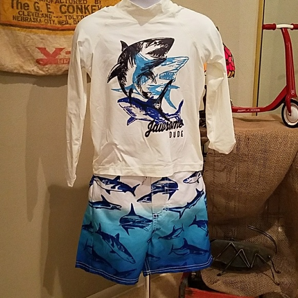 358c5aad55 OSHKOSH Swim-shirt & Trunks Sharks - 4T. M_5b0b42603800c56b167c7f36